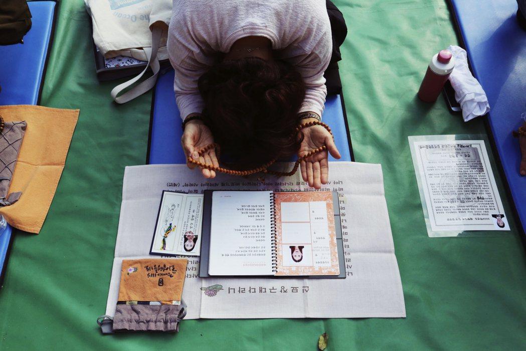 南韓學生與家長普遍不信任推甄入學制度,認為當中存在太多黑箱作業,只會讓社經地位較...