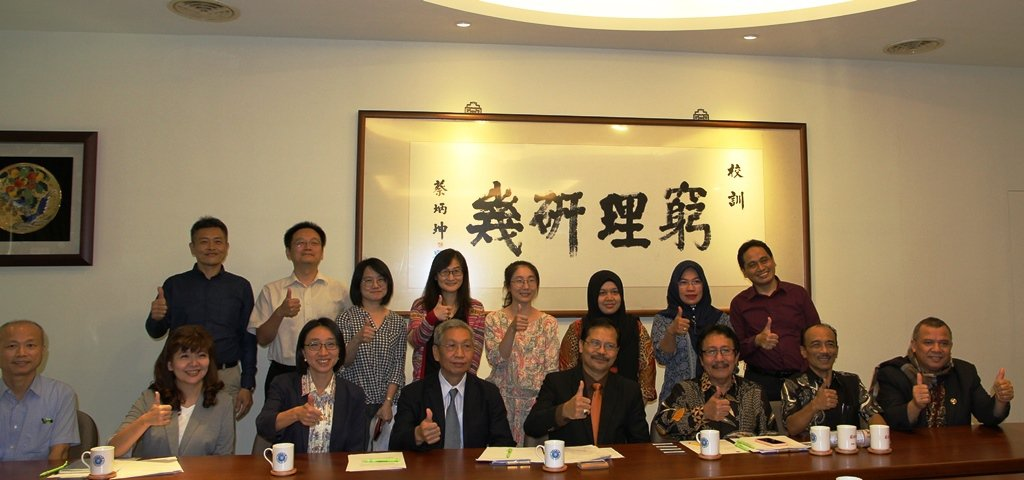 元培與印尼UMT大學簽訂MOU合作合影。 元培/提供