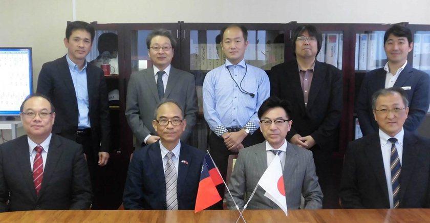 日本大學法學部部長小田司學、師長盛情接待中國科大老師李福斯。 校方/提供
