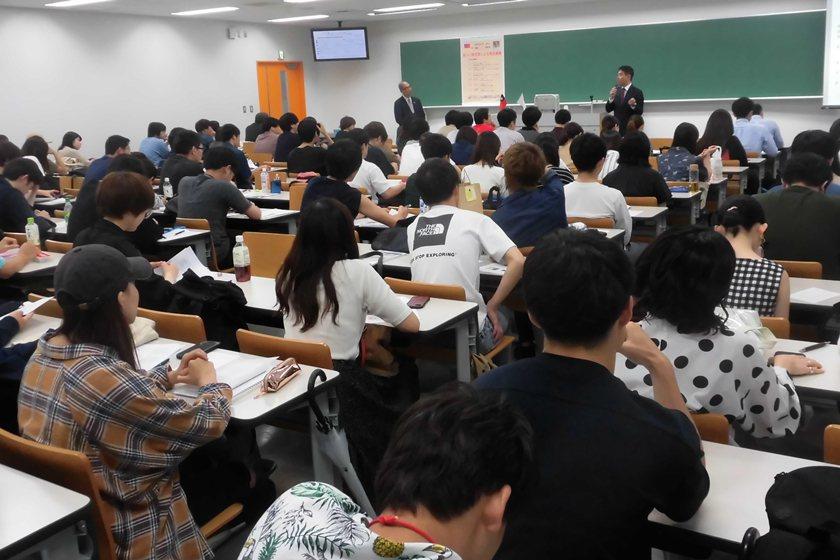 中國科大老師李福斯在日本大學法學部經營法學科教授臼井哲也講演會與談現場。 校方/...