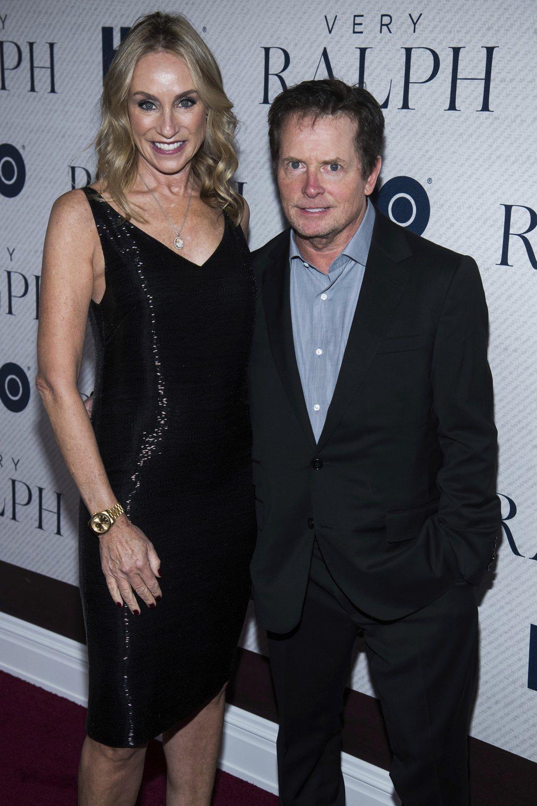 米高福克斯與妻子崔西波蘭一起出席HBO最新紀錄片首映會。(美聯社)