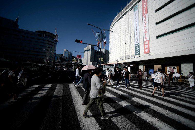跟台灣一樣面臨少子化危機的日本,位於關西的近畿大學從2014年開始連續6年報考人數日本第一幕後推手近畿大學總務部長世耕石弘將於淡江大學專題演講。圖為日本橫濱街頭。法新社