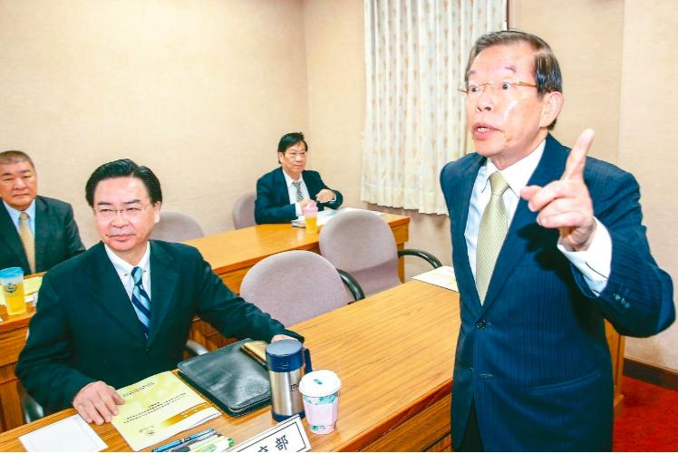 駐日代表謝長廷(右)。圖/聯合報系資料照片