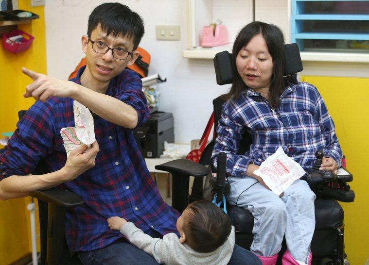 脊髓性肌肉萎縮症病友林慧君因愛情對人生重燃目標,她突破身體限制,生下寶貝兒子,成...