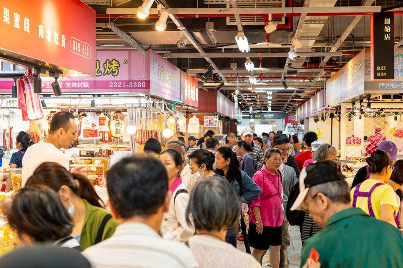 台北市南門中繼市場試營運期間為吸引人潮,舉辦消費滿額抽活動,頭獎祭出1萬元市場買菜金。 圖/北市市場處提供