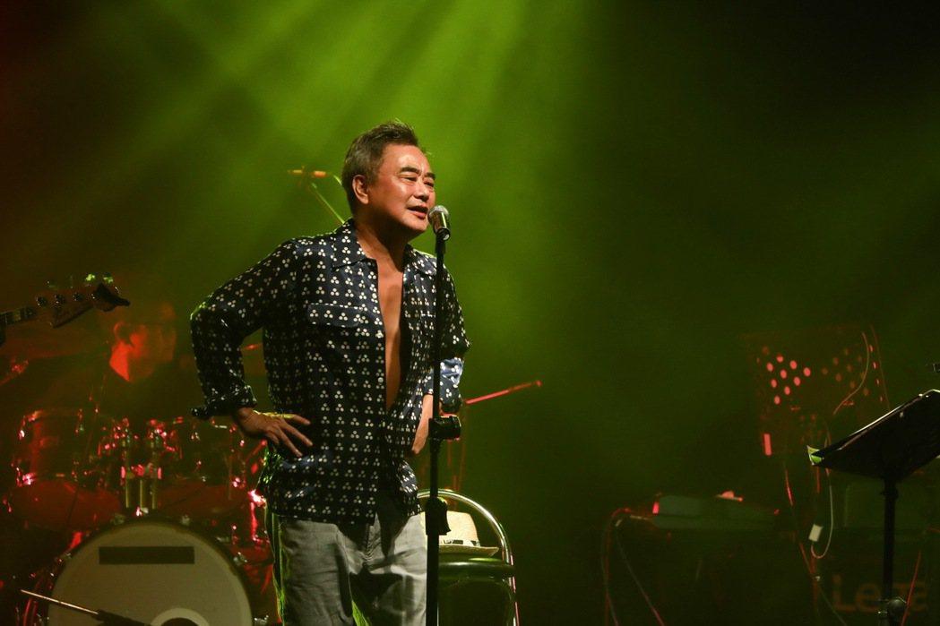 陳昇昨晚舉辦新專輯「七天」演唱會,3小時唱好唱滿似為跨年演唱會暖身。圖/新樂園製...