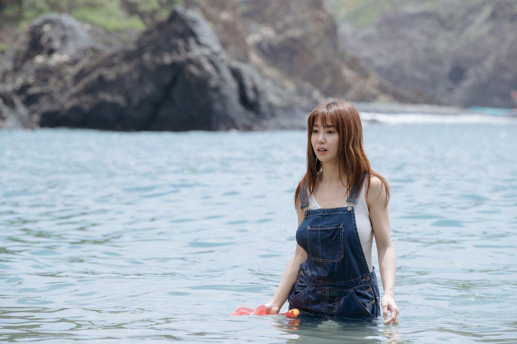 瑤瑤在「傻傻愛你,傻傻愛我」挑戰下水戲,但她私底下超怕水。圖/華映提供