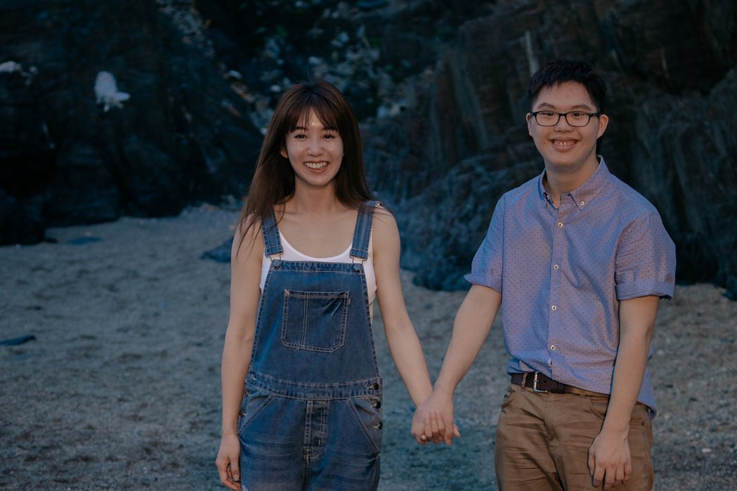 瑤瑤(左)與喜憨兒演員Leo(右)傻傻」片中發展出動人友誼。圖/華映提供