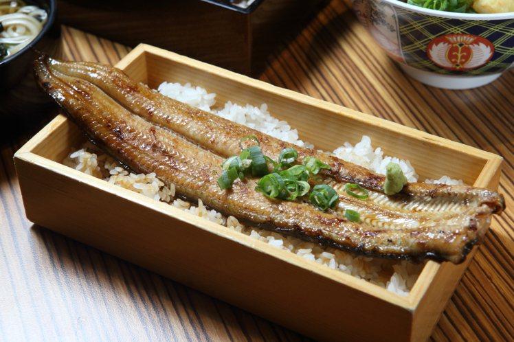 「鰻一本姿重」可品嚐到超過20公分長的現烤鰻魚,每份620元。記者陳睿中/攝影