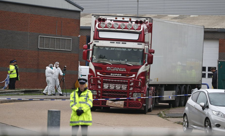 英國貨櫃車39屍案最新進度指出,埃塞克斯郡警方逮捕疑似涉案的一男一女。(美聯社)