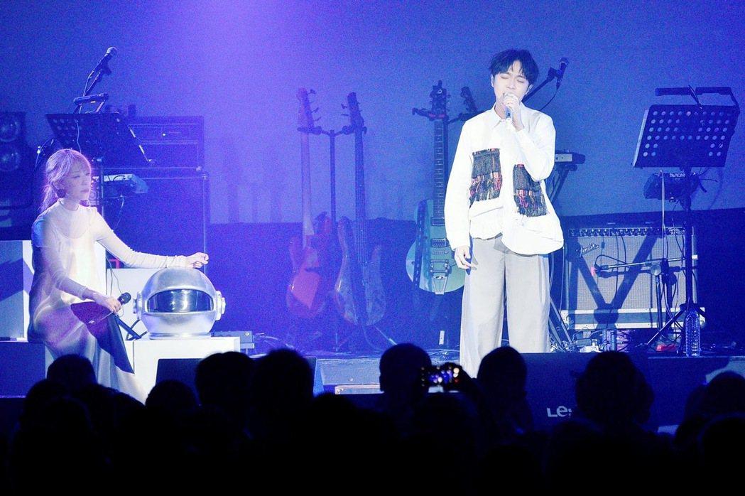 路嘉欣今晚開唱,與青峰合唱「傷痕」很催淚。圖/讀者提供