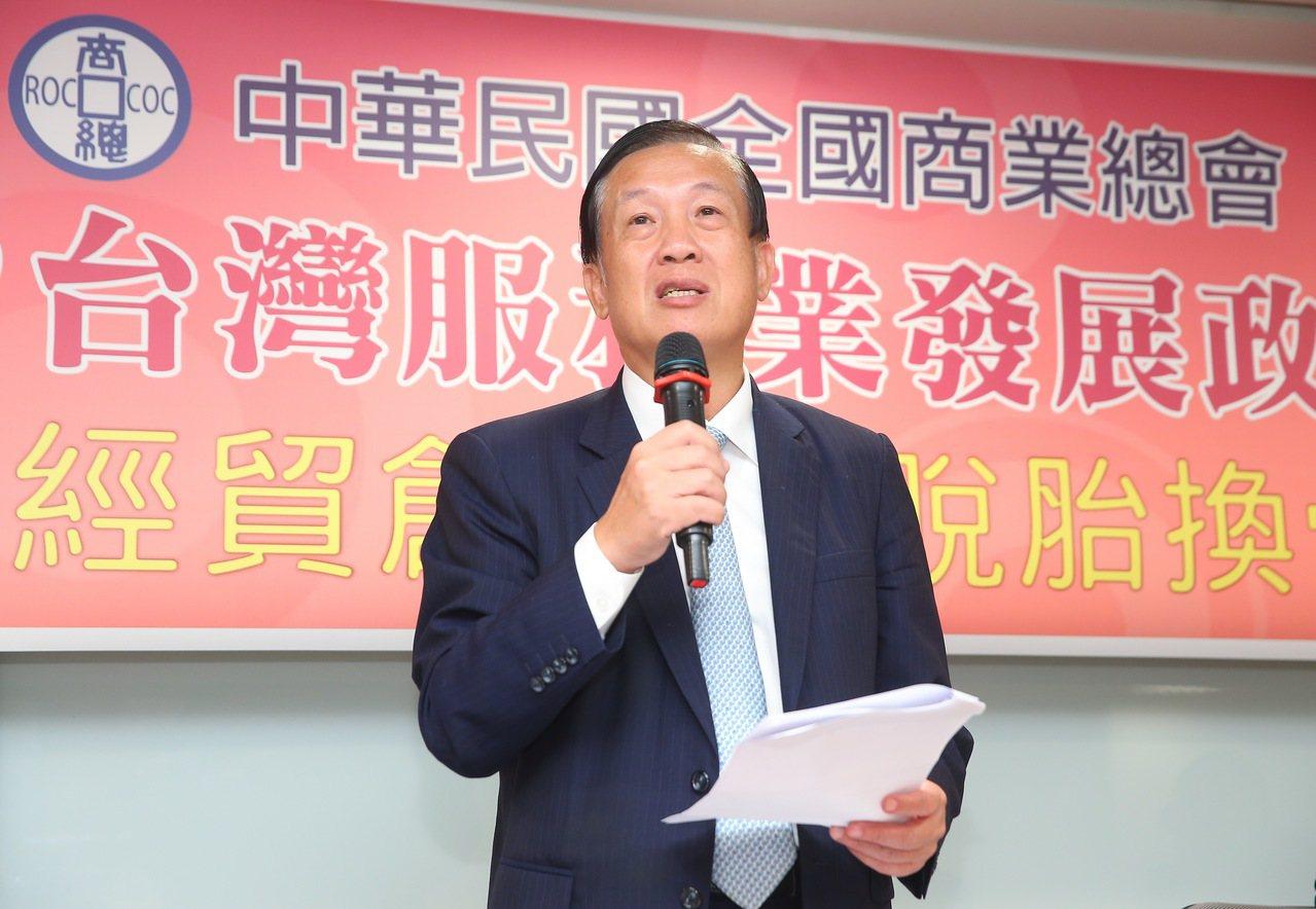 商總發布「2019政策建言」,理事長賴正鎰建議再修一例一休。記者余承翰/攝影