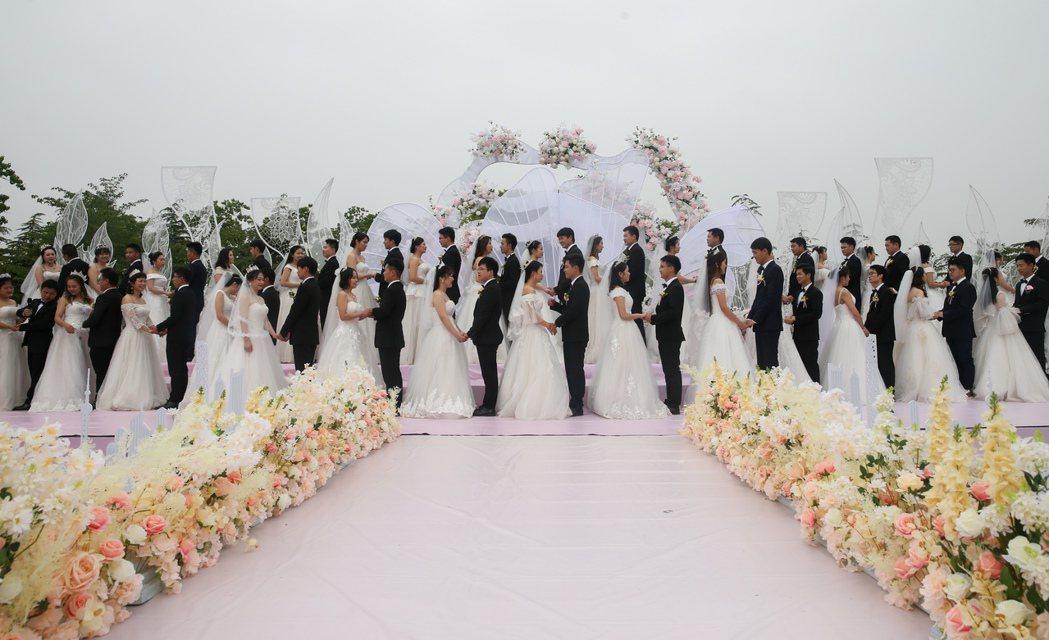 「男大當婚、女大當嫁」的觀念在大陸不少地方根深蒂固,許多同性戀者因此被迫隱藏性向...