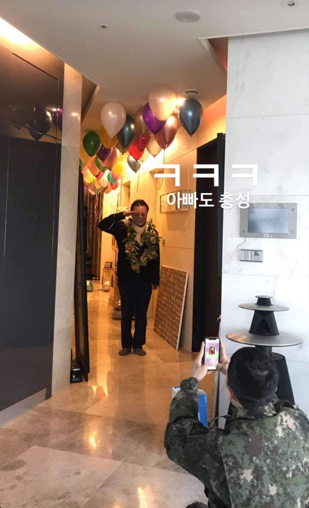 GD退伍後回到家,家人為他辦了一個溫馨派對。 圖/擷自IG