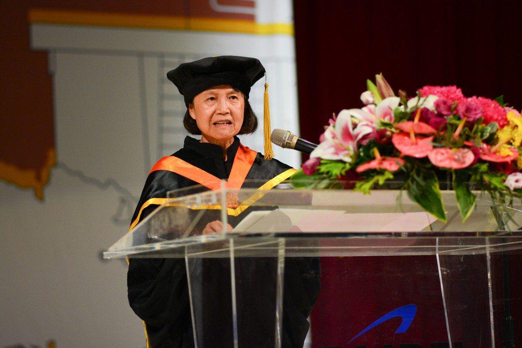 蕭美琛鼓勵年輕的同學及校友,好好把握北科大世界一流的教育,努力投入事業,主動積極...