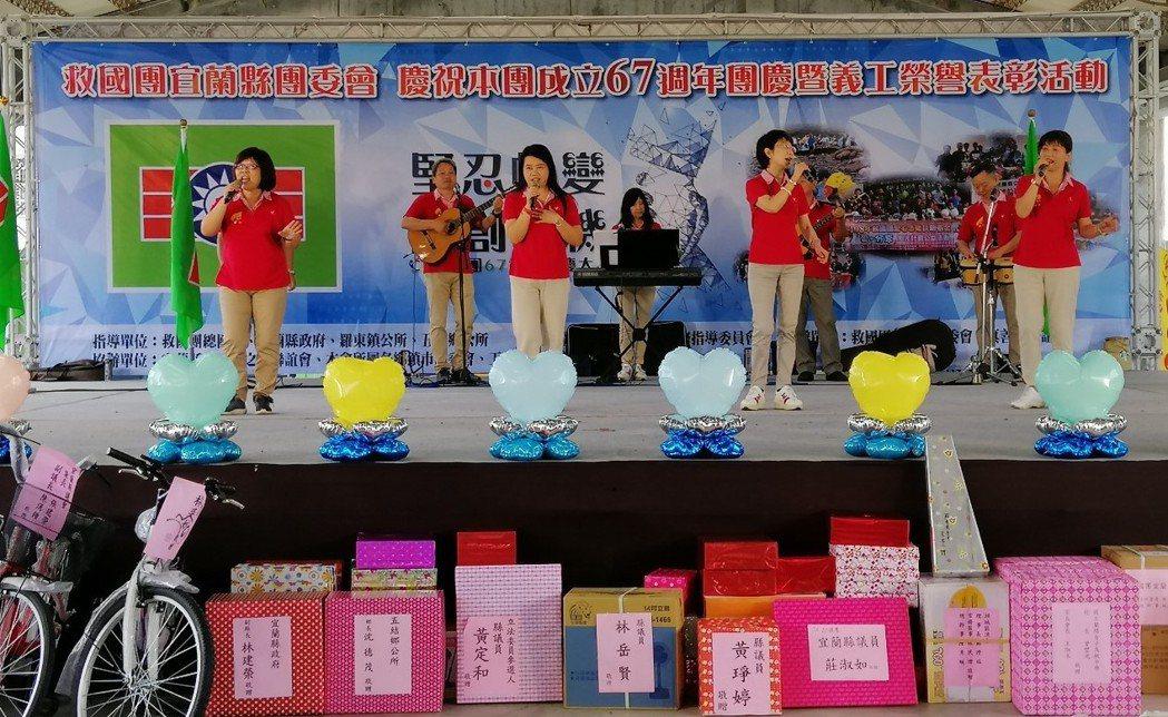 團慶活動特邀中部公益社團「清韻合唱團」帶來精采的校園民歌,讓在場義工伙伴重溫當年...
