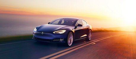 Tesla Model S的隱藏式門把 竟無法應對特殊狀況?