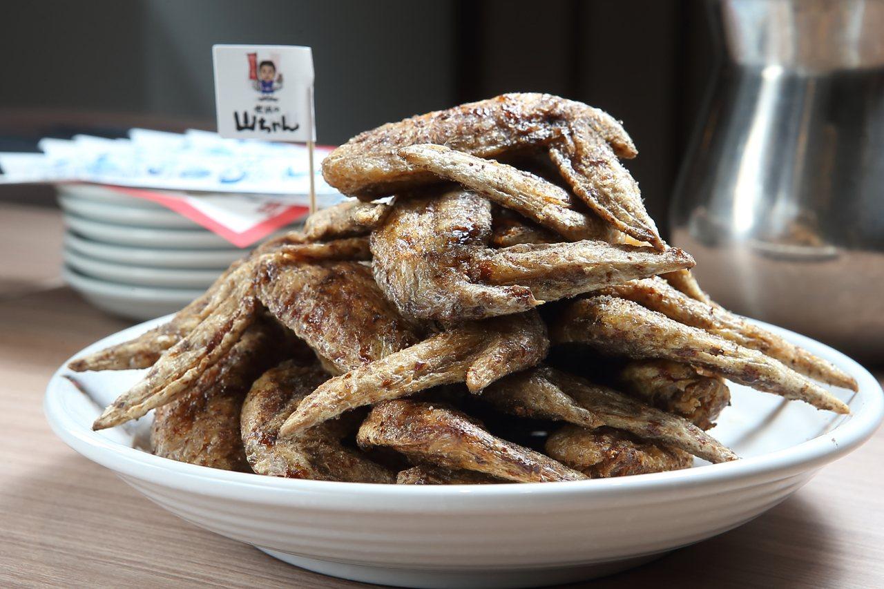 招牌的「夢幻雞翅」,每份5支,150元。記者陳睿中/攝影