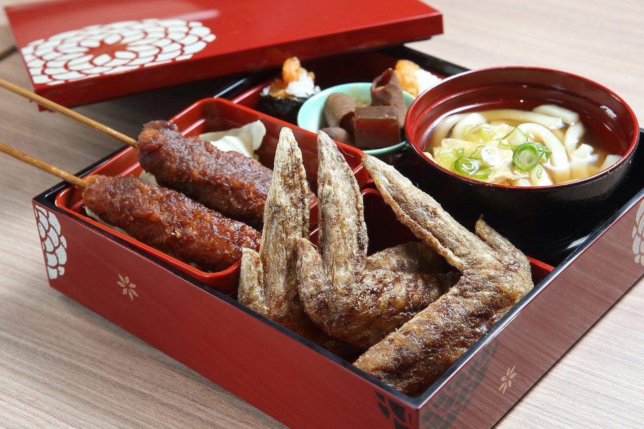 含有夢幻雞翅、味噌炸豬排、烏龍麵等特色料理的名古屋名物定食,每份190元。記者陳...