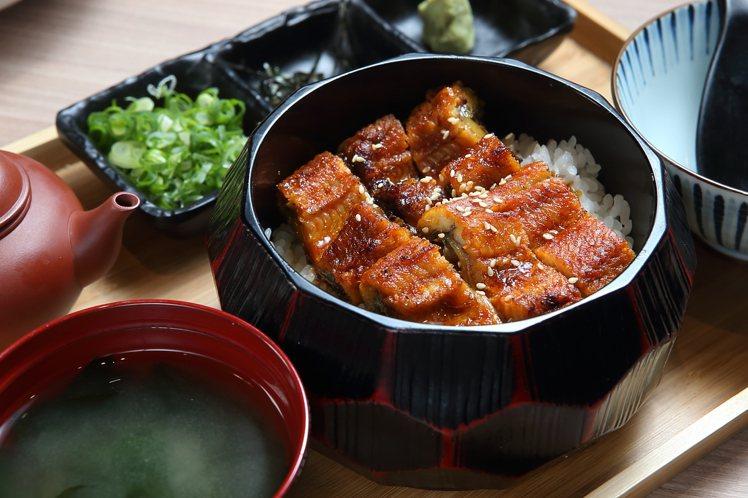 可品嚐到多種滋味的「名古屋鰻魚飯」,450元。記者陳睿中/攝影