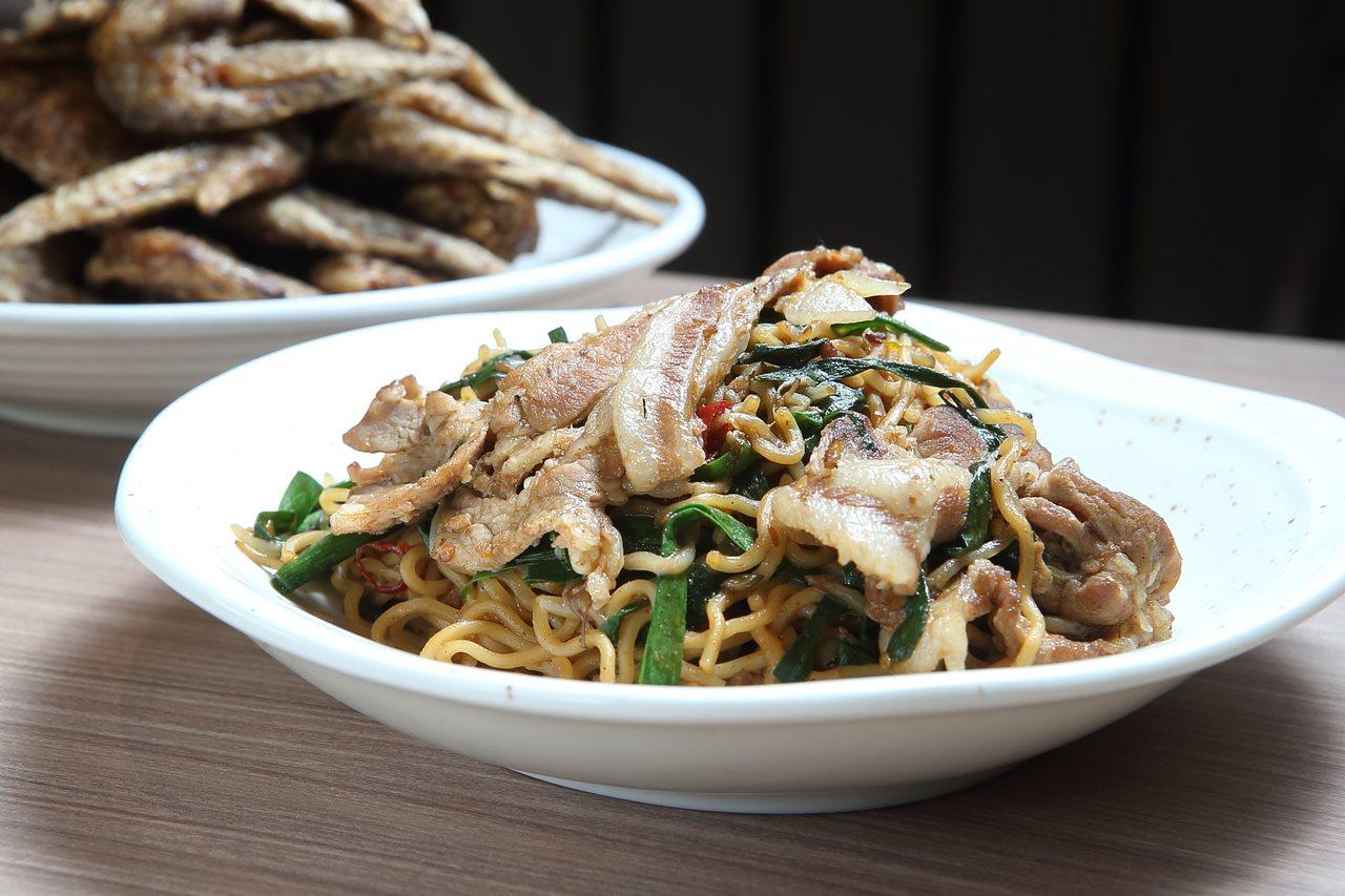 以台灣肉燥配辣椒拌炒的「台灣風炒麵」,也是名古屋的特色之一。每份200元。記者陳...