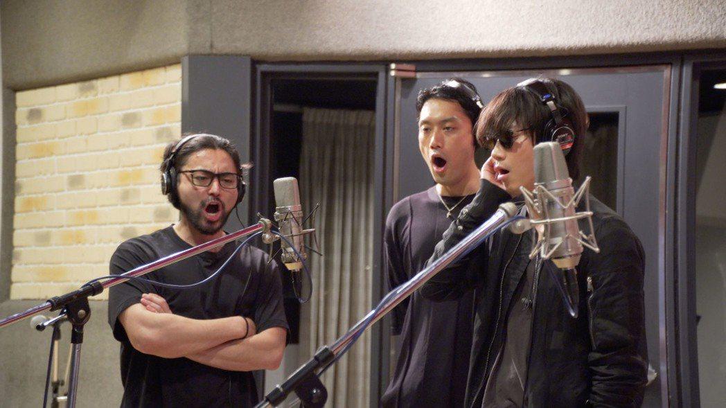 山田孝之(左起)、內田朝陽和綾野剛去年底組成樂團,一圓歌手夢。圖/水元素提供