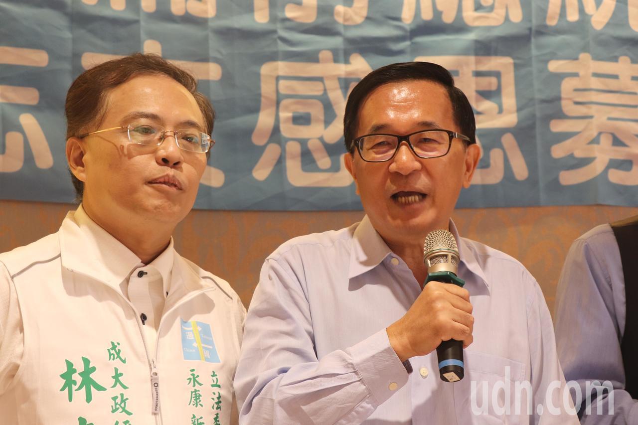 前總統陳水扁(右)今天在台南出席簽書會。記者鄭維真/攝影