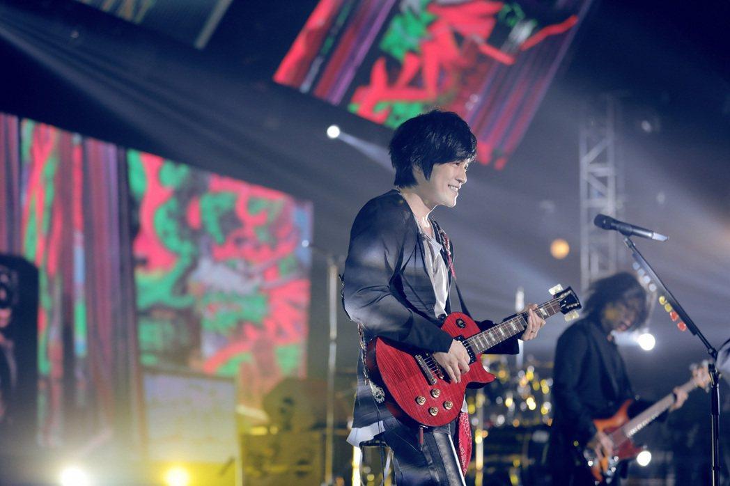 怪獸熱情與上海粉絲打招呼。圖/相信音樂提供