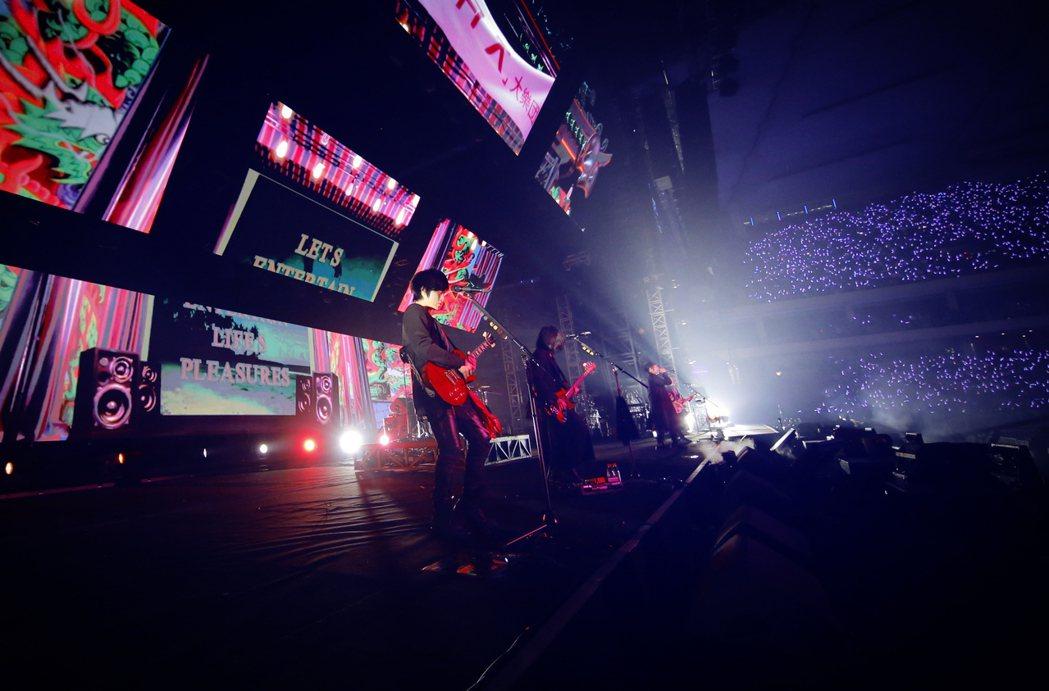五月天5度於上海虹口足球場開唱。圖/相信音樂提供