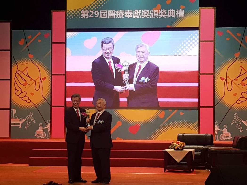 第29屆醫奉獎個人獎得主、高齡92歲的連文彬教授。記者楊雅棠/攝影