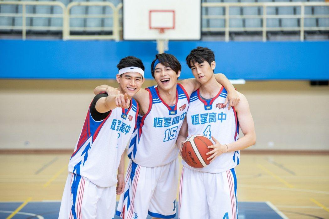 「違反校規的跳投」宋緯恩(右起)、范姜彥豐、『號稱小彭于晏』的李齊飾演恆星高中學