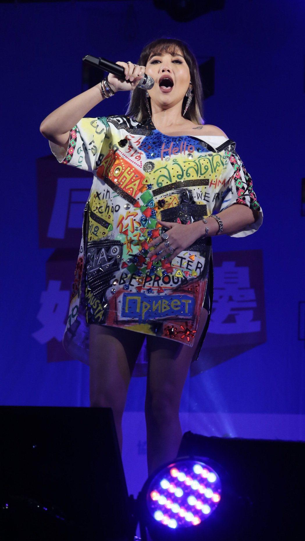 台北同志大遊行終點站來到凱道,歌手A-Lin壓軸演出。記者許正宏/攝影