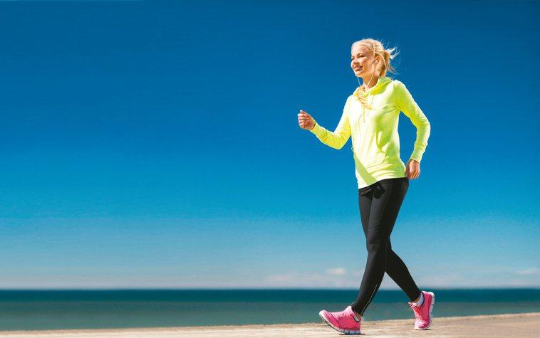 一天步行30分鐘的好處,就像眾所周知的「一天一蘋果,醫師遠離我。」醫學博士Mel...