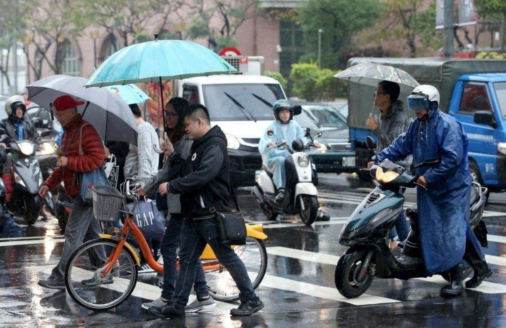 北部、東北部周二起東北風增強,天氣轉為濕涼。 圖/本報資料照片