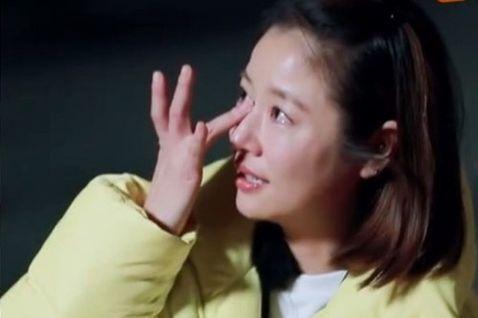 台灣女星林心如近日加盟大陸綜藝節目《親愛的客棧》第三季,她在節目中回憶當年出演《還珠格格》,表示「紫薇」曾遭遇換人風波,是她哭著求瓊瑤不要把她換掉。綜合媒體報導,林心如自從與男星霍建華結婚、生下女兒...