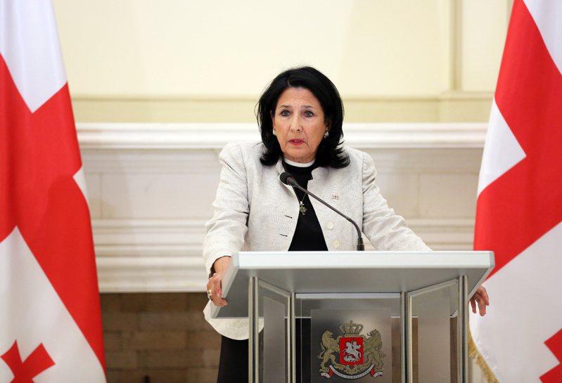 外媒報導,中國和南高加索地區的喬治亞、亞塞拜然和亞美尼亞等國合作日益擴大,分析認為,該區域做為「一帶一路」歐亞走廊的選項,和反恐議題的合作潛力,是中國深化合作的主因。圖為喬治亞總統佐拉比契維利(Salome Zurabishvili)。 歐新社