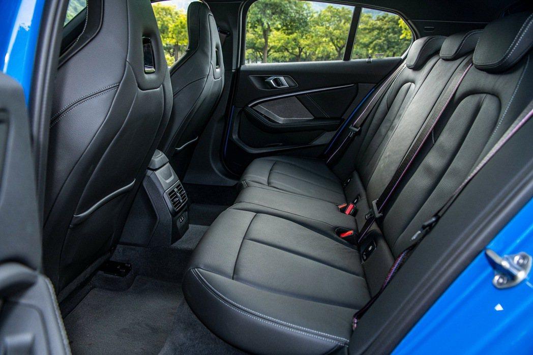 前後增加多達4公分的後座空間使整體乘坐舒適性大幅提升。 圖/汎德提供