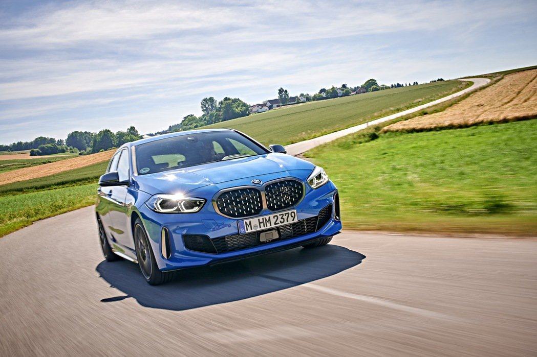 全新世代BMW M135i xDrive搭載TwinPower Turbo直列4...