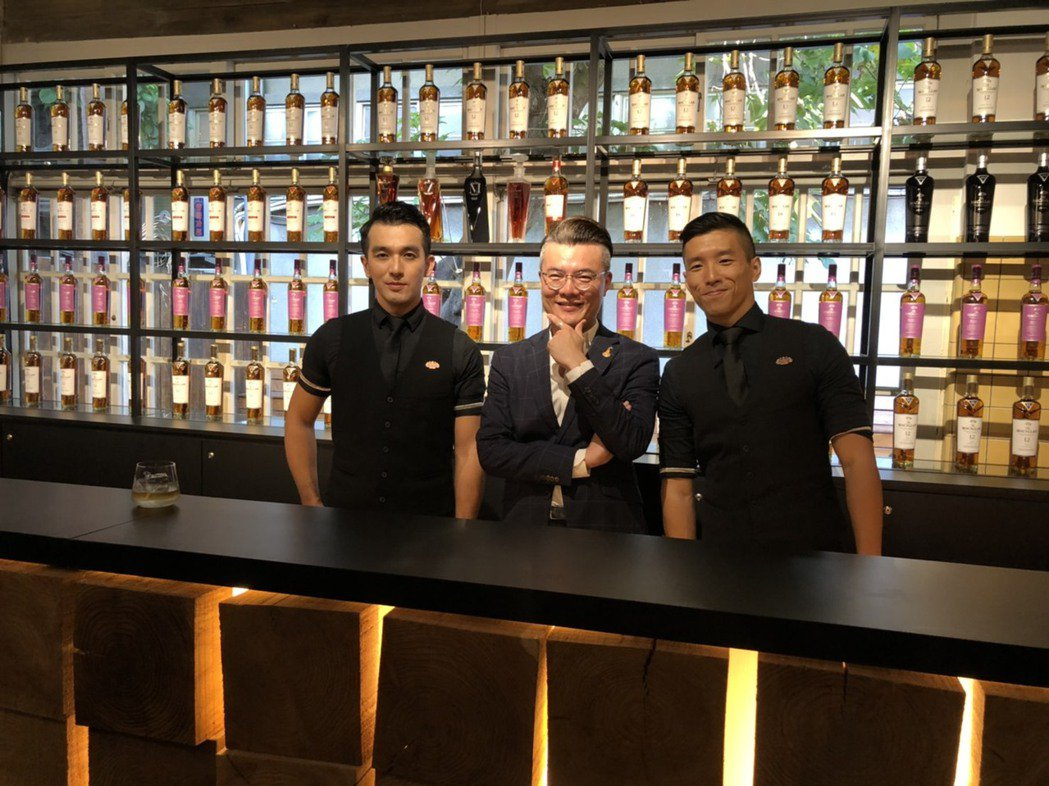 「M Bar」讓所有麥卡倫鑑賞家們付費品飲,讓藝術藏家與威士忌愛好者們在身歷其境...