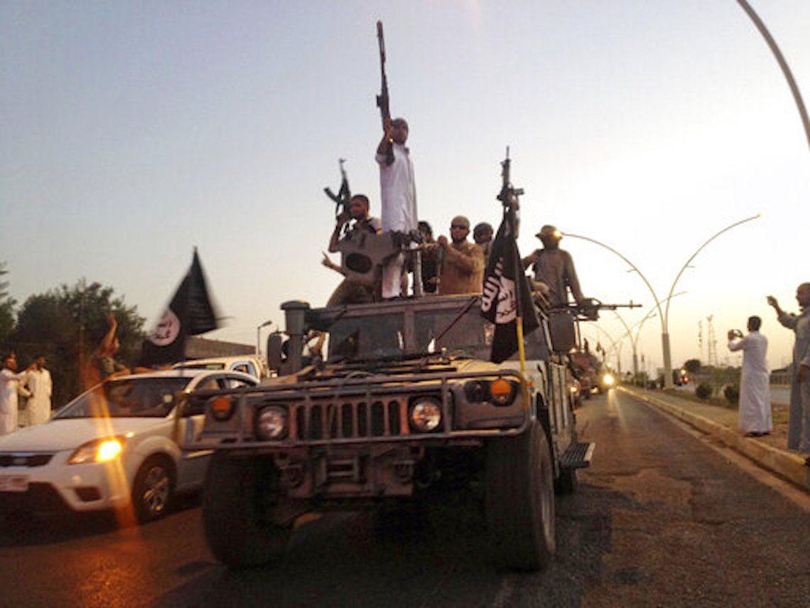 2014年6月,ISIS的部隊又以千人兵力打跨了數萬正規軍,再次在4天內就打下了...
