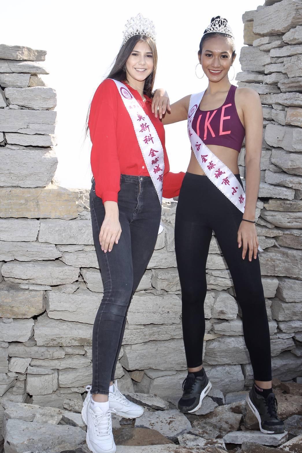 來自泰國曼谷的可瓏溫(右)與莫斯科的尤珍妮一馬當先衝上齊長城。圖/中華全球城市選...