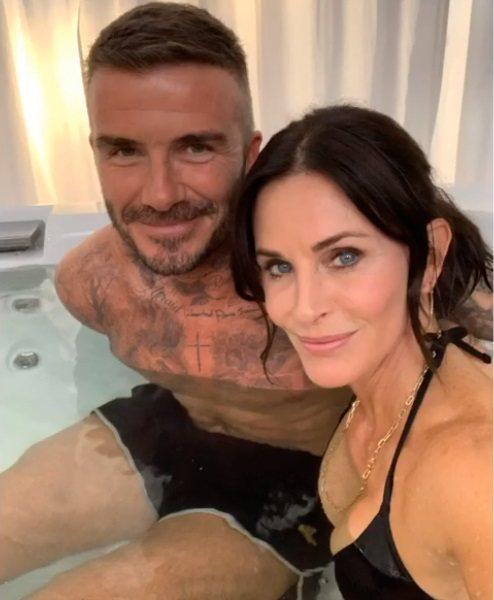 大衛貝克漢與寇特妮考絲一起泡在浴缸中的照片,引發網友熱烈討論。圖/摘自Insta...