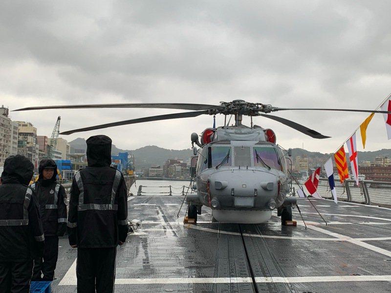 在海軍派里級艦上的海軍S-70C反潛直升機。記者洪哲政/攝影