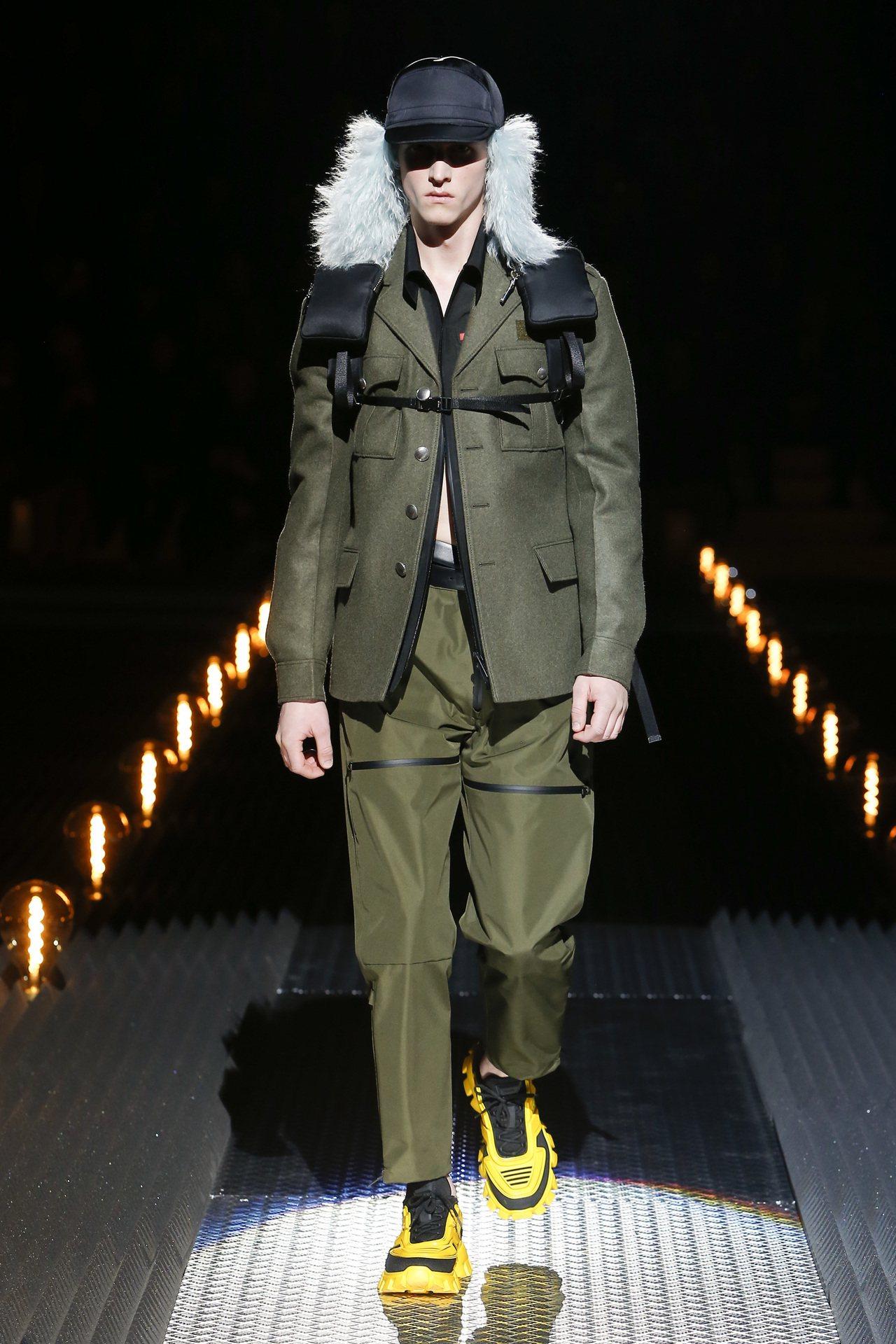 今年Linea Rossa系列秋冬新品,呼應Prada秋冬時裝秀主題,以原野綠和...