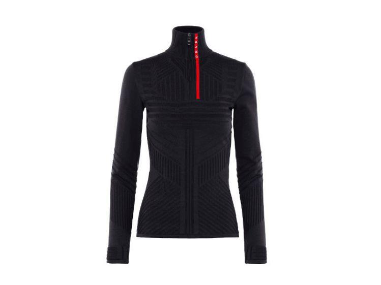 Linea Rossa系列秋冬高領上衣。圖/Prada提供