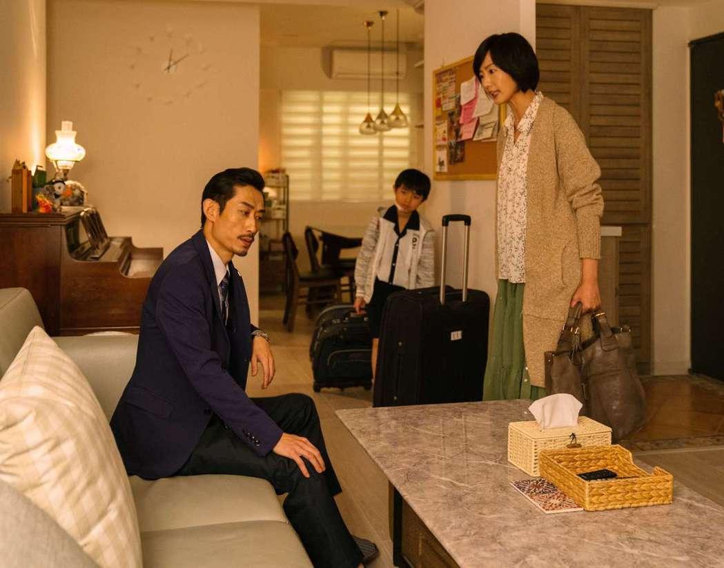 陳竹昇(左)、陸明君在劇中飾演夫妻,經常吵鬧不休。圖/公視提供