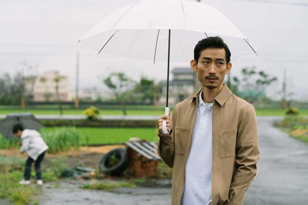 陳竹昇在「殘值」戲中飾演家庭、事業走入谷底的保險業務員。圖/公視提供