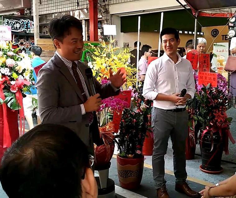 白惠文(左)與趙坤賢(右)表示,兩人合作的診所開幕後,將針對新港年長者做在宅醫療...