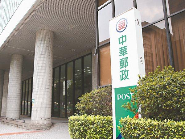 有「綠巨人」封號的中華郵政,明年手握近7.4兆元的郵政資金,將持續加碼國內股票與...