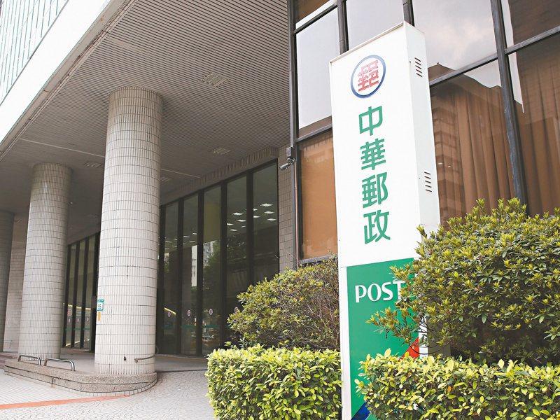 有「綠巨人」封號的中華郵政,明年手握近7.4兆元的郵政資金,將持續加碼國內股票與債券。 本報系資料庫